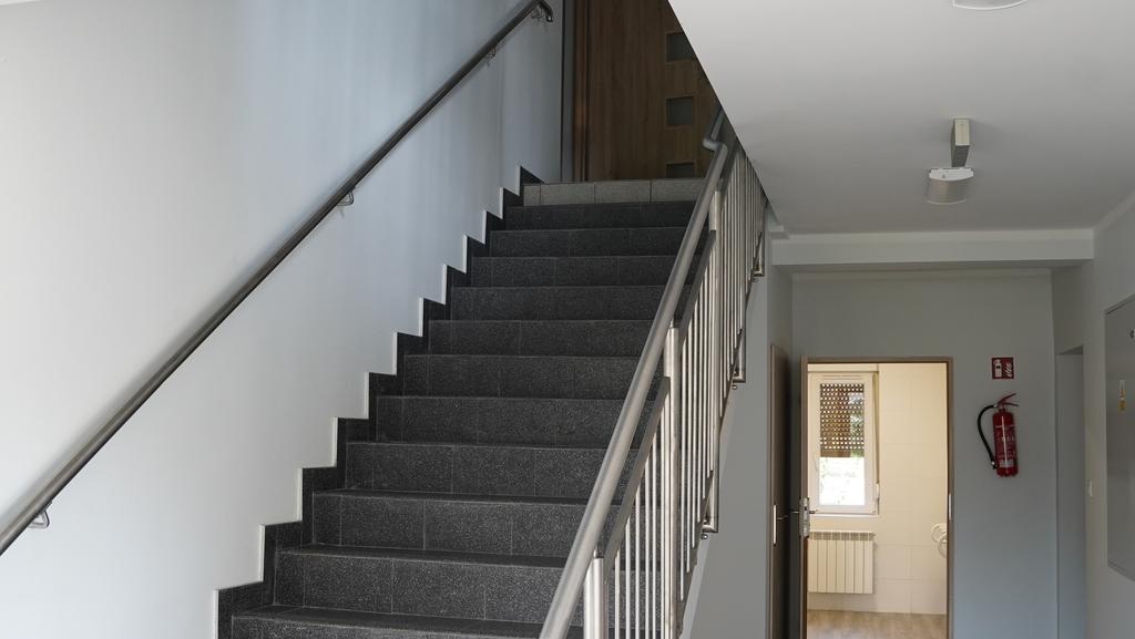 Korytarz ze schodami na pierwsze piętro
