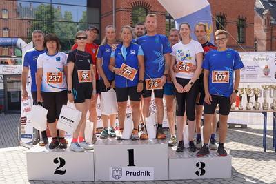 Zdjęcie grupowe biegaczy
